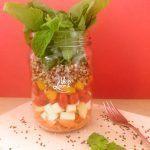 salada-vegetariana-com-quinoa-e-queijo