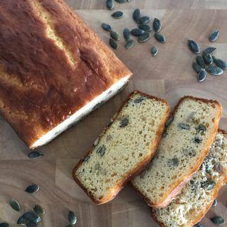 Pão Low Carb com farinhas de amêndoas, linhaça e banana verde: super fácil e delicioso!