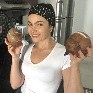 Como preparar leite de coco caseiro (Aprenda também a abrir o coco em casa!)