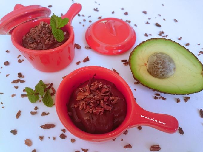 mousse de chocolate com abacate vivo leve