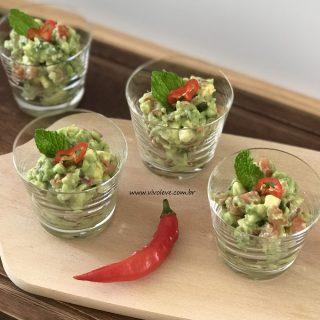 Guacamole: uma receita fácil e prática para você incorporar o delicioso abacate no seu dia a dia