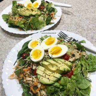 ideias de refeicoes salada colorida com ovo e avocado