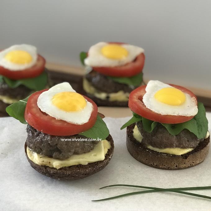 sanduiche saudavel com ovo de codorna